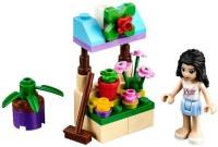 Фото - Конструктор Lego Emmas Flower Stand 30112