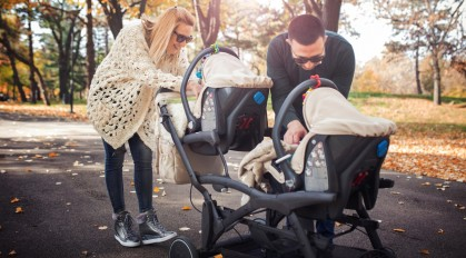 Гуляем вместе: ТОП-5 прогулочных колясок для двойни