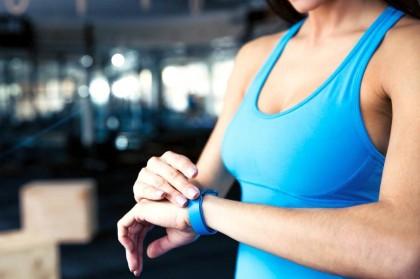 Фитнес-ассистент: ТОП-5 браслетов для контроля физической активности