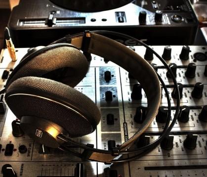 Круговорот музыкальных мелодий в формате «Open Space»: ТОП-5 накладных наушников открытого типа