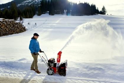 Проще чем лопатой: ТОП-5 бензиновых снегоуборщиков