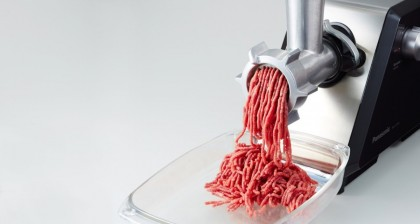 Вкусные домашние котлеты и колбаса: как выбрать мясорубку?