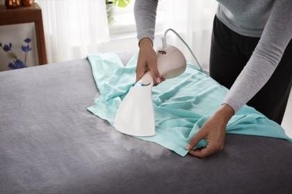 Выгладить, продезинфицировать, освежить: ТОП-5 отпаривателей одежды