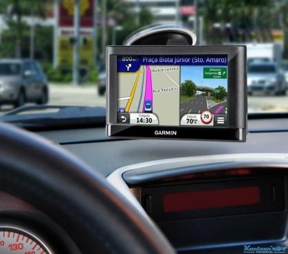 Расскажет, как доехать, лучше местного жителя: ТОП-5 GPS-навигаторов