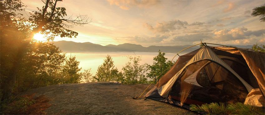 на природе в палатке