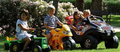 Детский электромобиль — настоящий электрокар или дорогая игрушка?