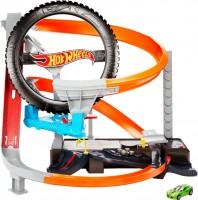 Автотрек / железная дорога Hot Wheels Hyper-Boost Tire Shop