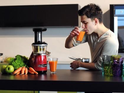 Свежий сок каждое утро: как выбрать соковыжималку