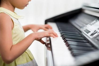 Первый шаг к музыкальному Олимпу: ТОП 5 синтезаторов для начинающих клавишников