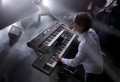 Оркестр в одном инструменте: ТОП 5 синтезаторов для живых выступлений