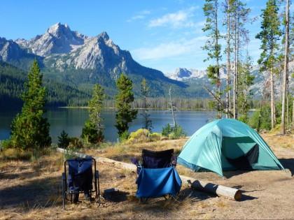 Семейный отдых на природе: ТОП-5 лучших трехместных палаток