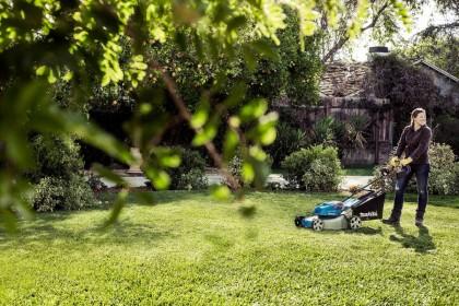 Пятерка лучших аккумуляторных газонокосилок для ухода за небольшим участком