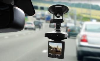Доказывает, что ты не виноват: ТОП-5 видеорегистраторов с креплением на стекло