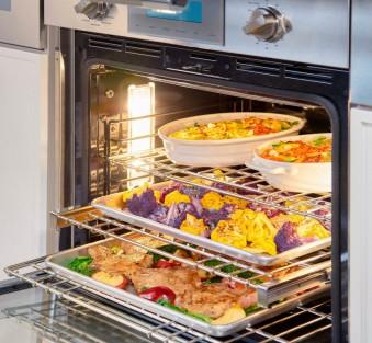Больше объема, больше еды: ТОП-5 духовых шкафов XXL