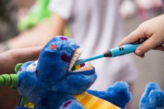 Здоровые и красивые зубы с ранних лет: ТОП-5 электрических щеток для детей