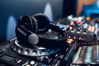Все на танцпол! ТОП-5 відмінних навушників для діджеїв