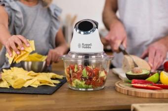Рубит мясо и шинкует овощи за считанные секунды: ТОП-5 кухонных измельчителей