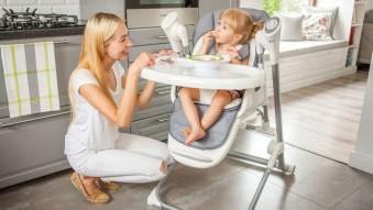 Едим, играем и спим безопасно: ТОП-5 детских стульчиков для кормления