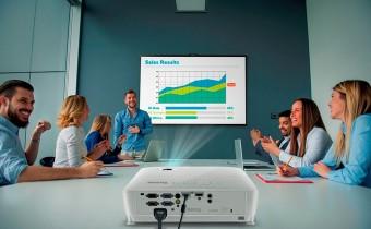 Пятерка проекторов для проведения презентаций с USB-флешек и не только