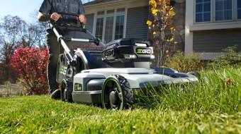 Уход за небольшим газоном: ТОП-5 аккумуляторных газонокосилок